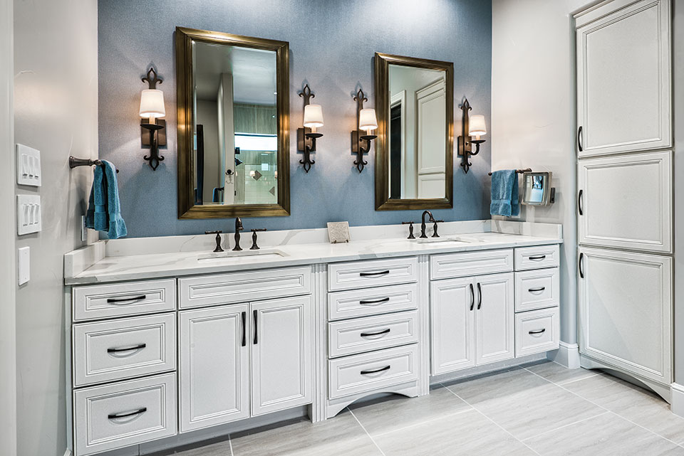 Attirant Visit A Woodmont Cabinetry Authorized Dealer To See A Whole New World Of  Possibilities.